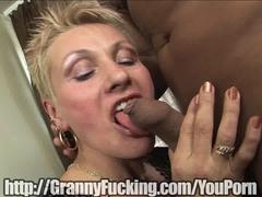 Hot old Mature women sucks dick