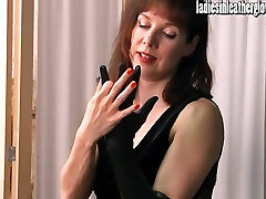 Hot posh indians girl sex porn gets sexual after putting on her tight black leather gloves