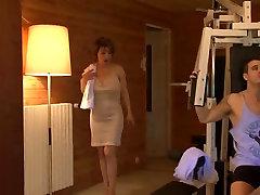 sexy mature women fucks in gym