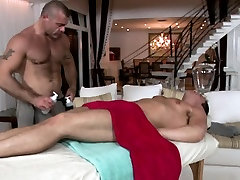 Hot hunk receives his anal canal explored by masseur