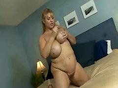 Sexy BBW Pornstar Samantha 38G Sways Her Huge Tits