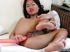 Asian temptress with a cute mug toys her wet pussy