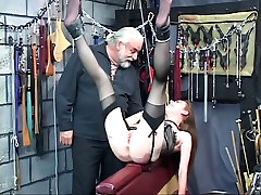Slut freak want her ass to look red of pain in strange place