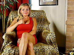 Mature American housewife playing with her wet pussy