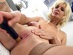 Hot mature mom with hungry vagina