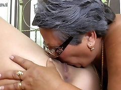Kinky granny fucks young lesbian girl