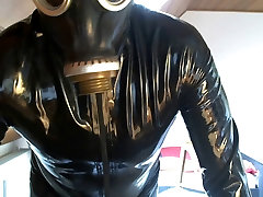 in Latex wichsen