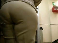 Spying Mature Huge Butt - Candid Ass - Booty Voyeur 17