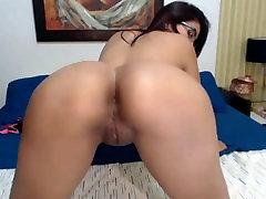 Hot Colombian Latina Shaking Big Fat Juicy Ass and Tits