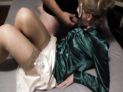 porno-video-shelkovoe-plate-russkaya-gospozha-olga-zastavlyaet-raba-proglotit-spermu