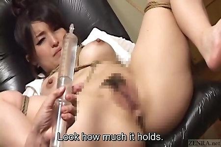 Порно японку заставляют пить клизму #8