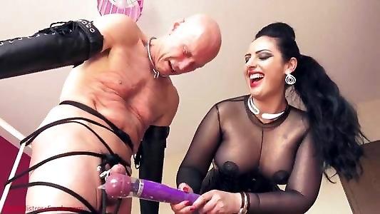 Машине госпожа кормит раба спермой