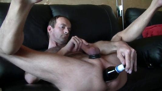 Мужская мастурбация бутылкой фото