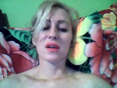 Интимный разговор по скайпу видео
