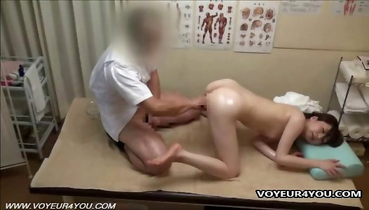 Japanese Babe With A Horny Massage Therapist